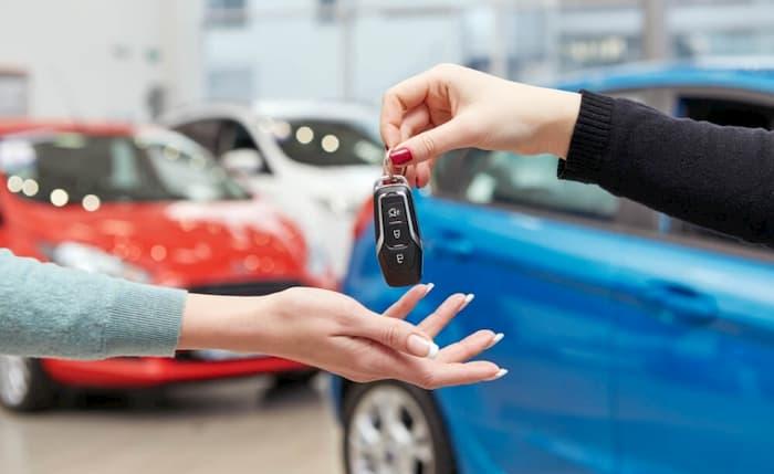 ¿Cuál es el costo de cambio de propietario de un auto?